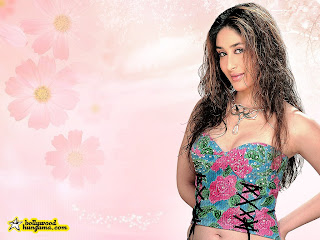 Kareena Navel Show