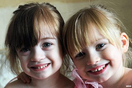 http://4.bp.blogspot.com/_QvkpVclYm-I/S_8cORC1LPI/AAAAAAAAAjQ/_bTNDFBUn-g/s1600/twin_girls_450x300.jpg