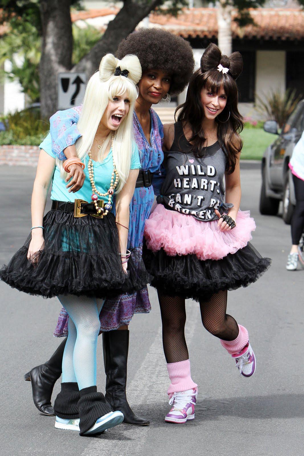 http://4.bp.blogspot.com/_Qw2CqRuylQw/TBpU-ZBm1bI/AAAAAAAAB_c/5SU0VA3L6n8/s1600/24192_celebrity-paradise_com-The_Elder-Jennifer_Love_Hewitt_2010-02-21_-_celebrate_her_31st_birthday_970_122_1160lo.jpg