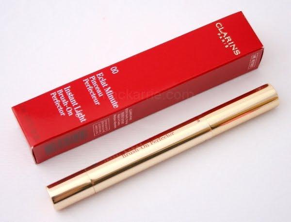 der clarins instant light brush on perfector ist ein concealer in