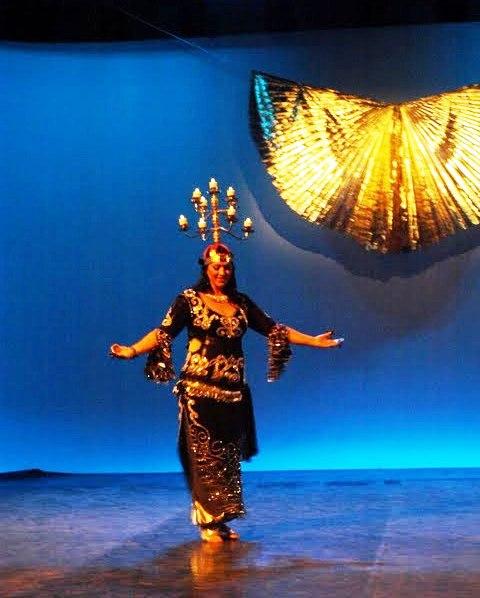 Costumes du Shamadan Chandelier