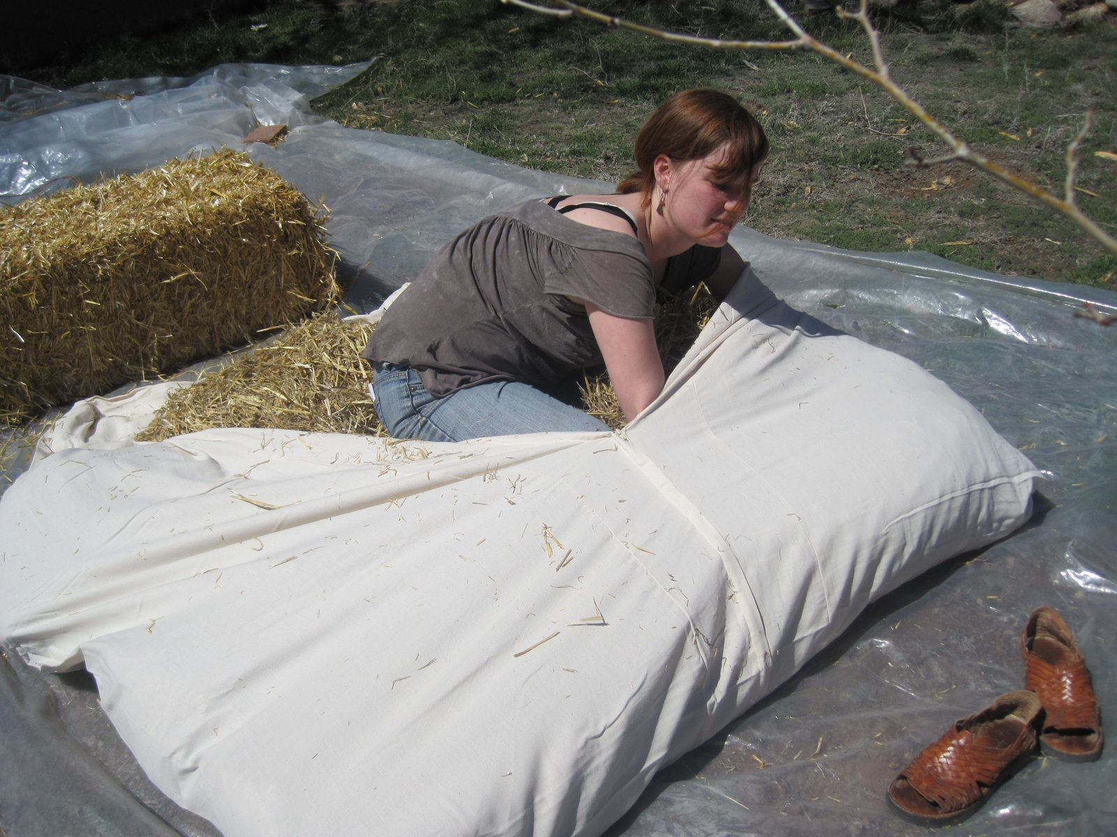 easy diy straw mattress whittled down life  easy diy straw mattress  rh   whittleddown