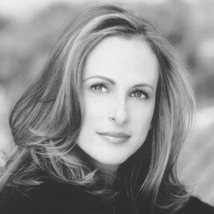 marlee matlin biography for asl But when i saw marlee matlin, i knew that learning asl was a true desire i would have however, that thought or feeling was never acted upon because i never really looked into my local resources and it's not just that she signed, i was mesmerized by marlee.