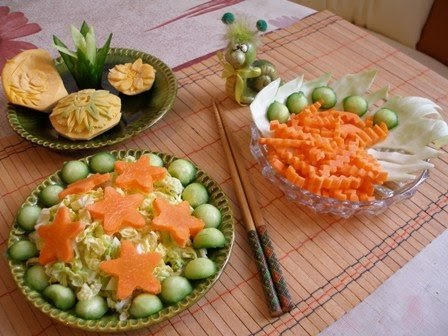 Fruit Carving Arrangements and Food Garnishes: Salad ...
