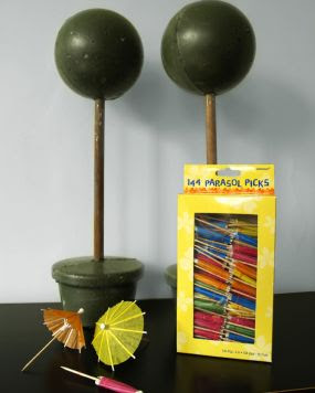 Дерево-шар из коктейльных зонтиков