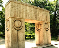 Constantin Brancusi - The Gate of the Kiss / Poarta Sarutului - Targu Jiu - Romania