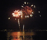 The magic of fireworks  -  Vancouver's   Celebration  of  Light   2010 - Mexico night