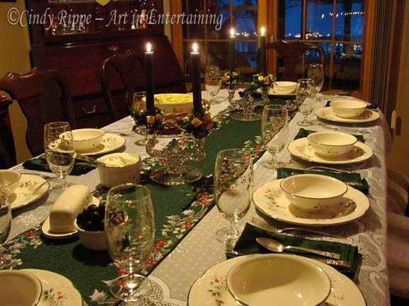 Traditional red white and green on Pfaltzgraff Winterberry dinnerware and accessories. & Art in Entertaining by Cindy Rippe: Christmas Dinner Tablescape