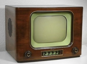 http://4.bp.blogspot.com/_R3c5rNdZo4k/TRDBJURuR_I/AAAAAAAAACs/g6WcOMxozig/s1600/the-first-television-300x221.jpg