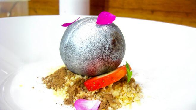 Luna de plata, falsa tierra de almendras y cacao con aroma de naranjas