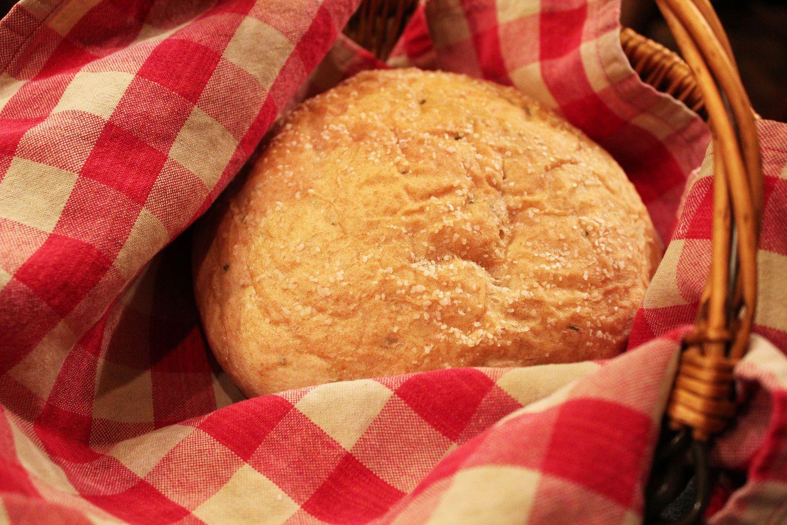 Ambition's Kitchen: MACARONI GRILL BREAD
