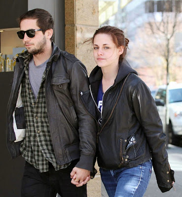 is robert pattinson and kristen stewart dating. giraffes eating trees, Are