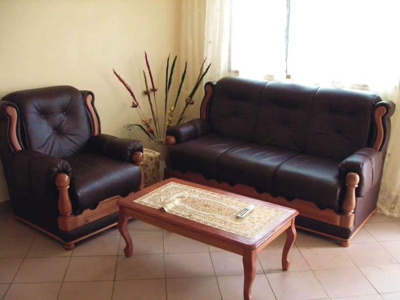 Appartements louer yaound d cembre 2010 for Disposition des meubles dans un salon