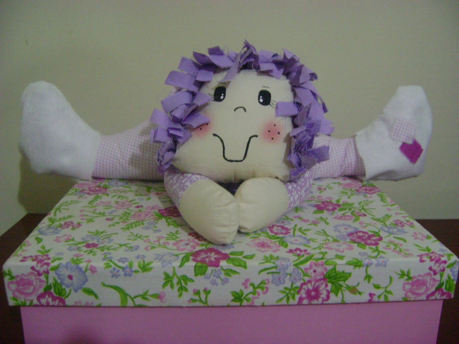 http://4.bp.blogspot.com/_R6oLhz4fl2c/S_BN-5AeMnI/AAAAAAAAABI/EOZZCuTkmmk/s1600/boneca+peso+de+porta.jpg