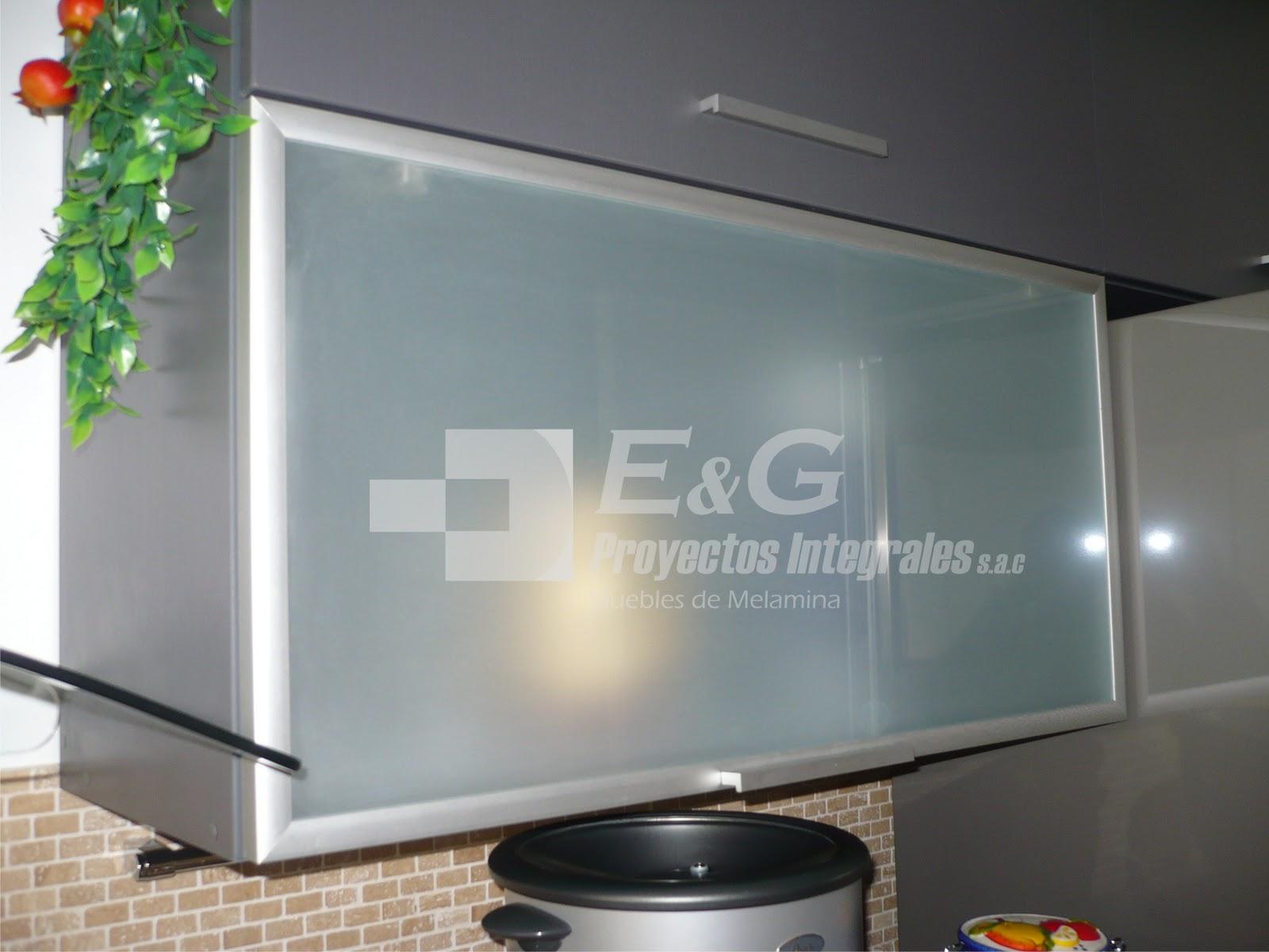 en melamina,aluminio y vidrio VIDRIO TEMPLADOS , CRUDOS, VENTANAS CON