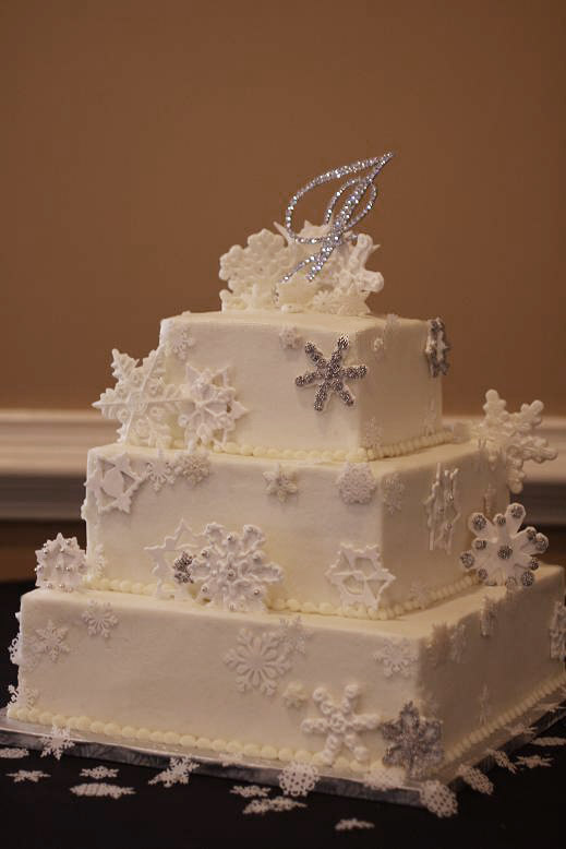 Winter is the time for the snowflake wedding cakeThis was one of the ones