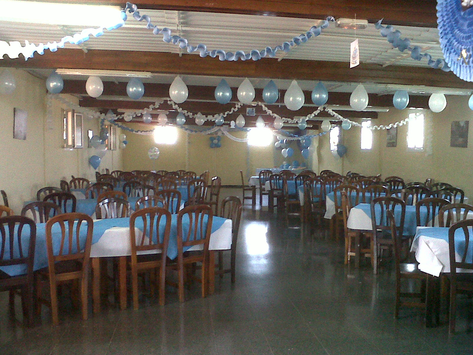 Salones decorados para bautizo imagui - Como decorara un salon ...
