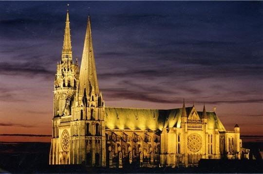 http://4.bp.blogspot.com/_R80s2s44Ous/TDl_xVKC1MI/AAAAAAAAANY/sP9WWrBiRlM/s1600/cathedrale+de+Chartres.jpg