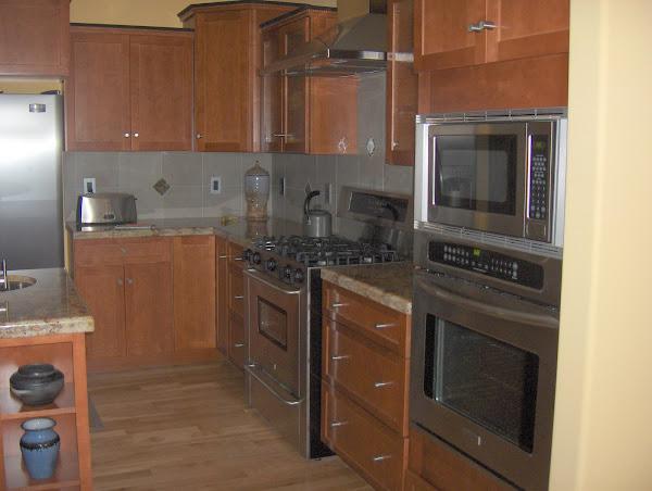 Gorgeous kitchen with Lapidus Dark Granite