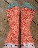 Morotsfärgade sockor.