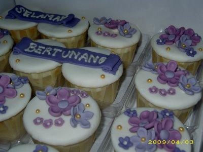 [fondant+cupcake+-+engagement+3]