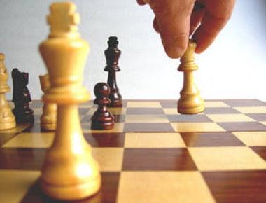 http://4.bp.blogspot.com/_RBCOstTmgyA/SM2PmyydqGI/AAAAAAAAAkQ/Zf_nJdRt8lc/s400/xadrez1.jpg