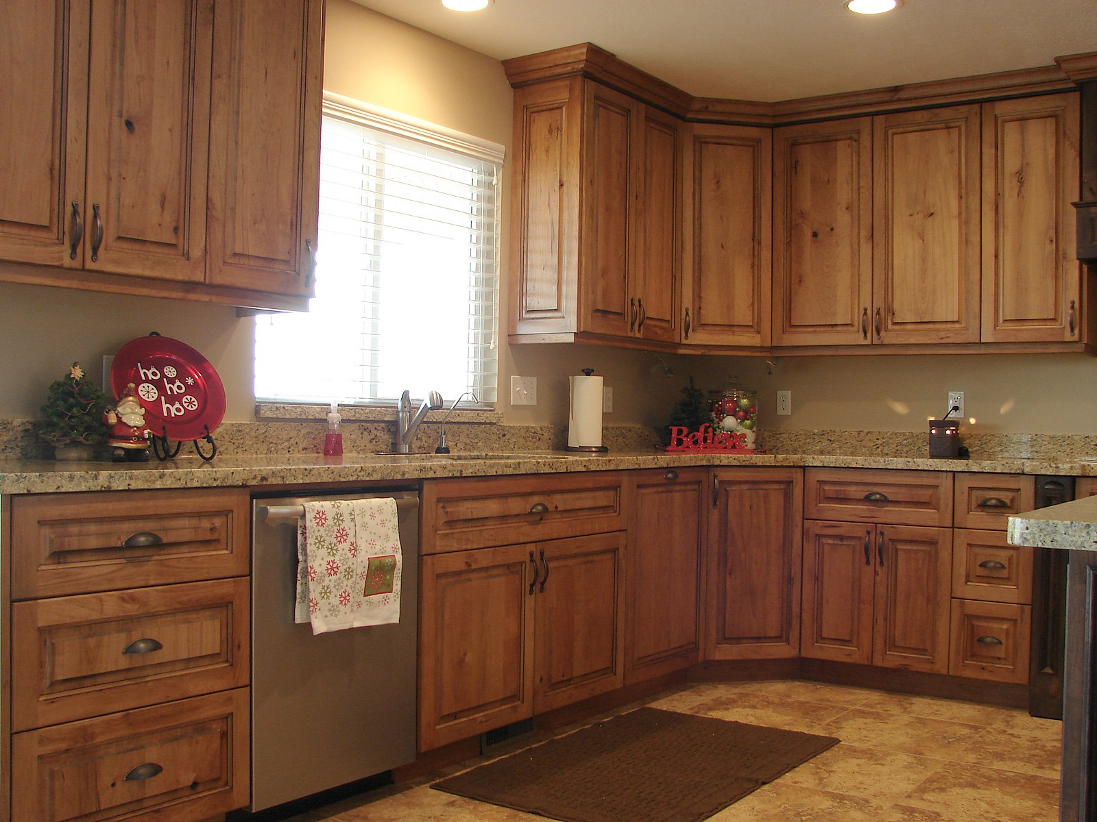 Lec cabinets rustic cherry cabinets for Kitchen cabinets pictures