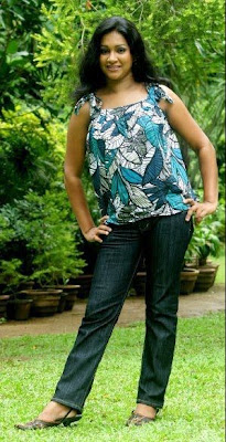 Nadeesha Alahapperuma showing her sexy booooby