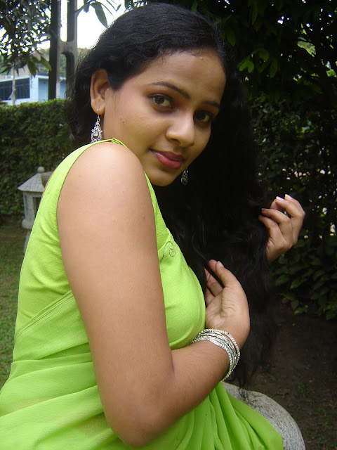 Srilankan actress Umayangana Wickramasinghe sexy unseen  Photos