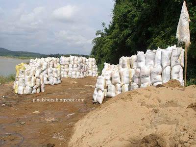 sand-mining-rivers-kerala,mining-sand-from-bharathapuzha-kerala,kerala-river-banks,nila