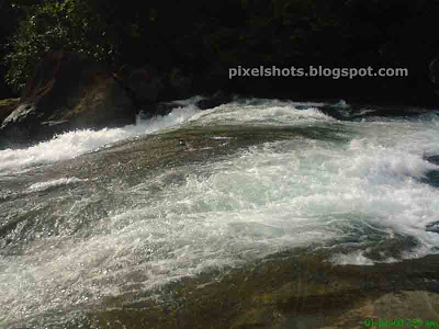 wild river through rocks, dangerous river, kerala rivers, calicut river names, iruvanjypuzha, river tourism apots, picnic spots in calicut, rivers to bath and play, rivers in western ghats, river tributary,arippara