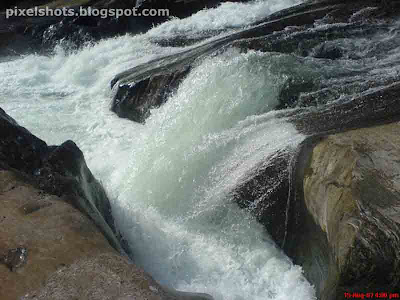 wild river flow, milky river current, rocky river course, river bed rocks, kerala river tourism, places to visit in calicut, Calm undisturbed tourist places, arippara photos