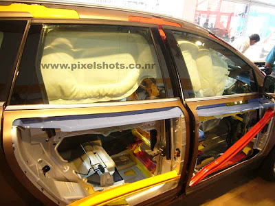 safety features in a volvo car or suv demonstrated by volvo in the dissected volvo xc60 car body photographed from volvo ocean race cochin kerala, dissected body and chassis of suv, suv body skeleton, volvo suv chassis, steel reinforcement in volvo multi utility vehicles, rollover protection bars inside volvo xc60, safest suv, Steel skeleton of volvo xc60, displaying suv safety features in autoexpo