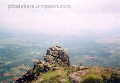 ramakkalmedu mountains,kerala-hills,one of keralas most attractive tourist places,hill stations of kerala india,amakkallu,rock formations in ramakkalmedu mountain ranges