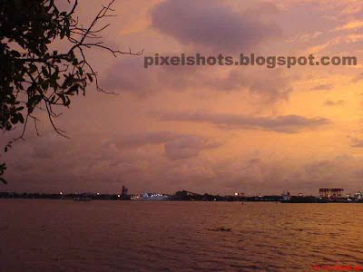 Photographs of sunset from cochin kerala,cochin sunsets photographed on a cloudy evening,heavy clouds in the horizon