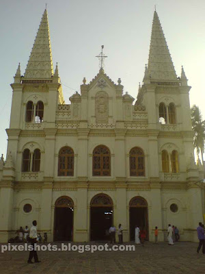santacruz basilica,ancient church,fort cochin churches,christian pilgrim centres,catholic churches in kerala