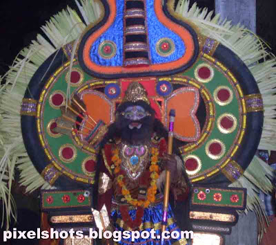 theyyam,kerala-cultural-art-form,ritual-dance-kerala,tribal-folk-dance-kerala,theyyams-dance-of-gods,hindu-god-ritual-dance,kerala-festivals