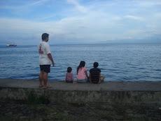 Di pantai Ternate