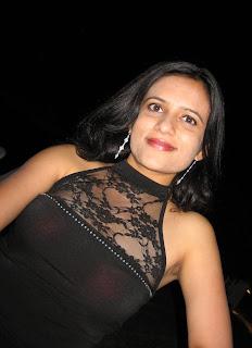 Sleeveless Armpit Aunty Hot Image