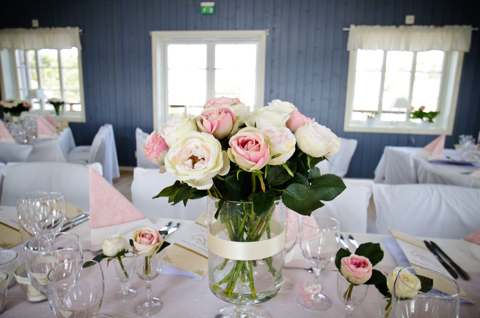 Br llopsdekoration tips och inspiration rosa dukning for Rosa dekoration