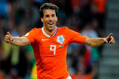 Van Nilstelrooy podria ir al Mundial