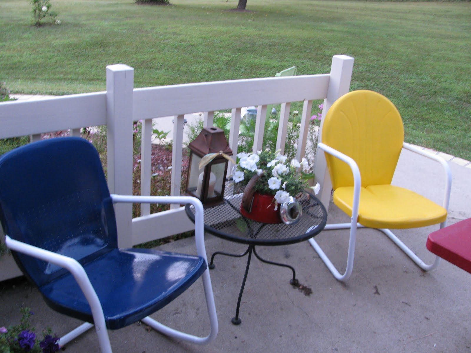 applestone cottage old metal lawn chairs get a new look. Black Bedroom Furniture Sets. Home Design Ideas