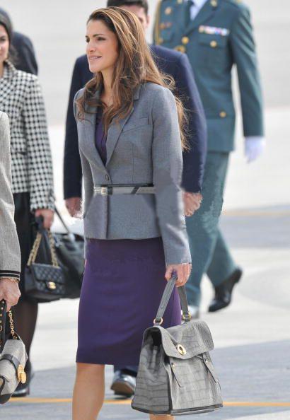 http://4.bp.blogspot.com/_RFvJG-26XHQ/S_s54TFpIaI/AAAAAAAAAUg/xhZC9Tli91I/s1600/ysl-celebs-star-queen-rania-of-jordan-muse-two-croc-bag.jpg