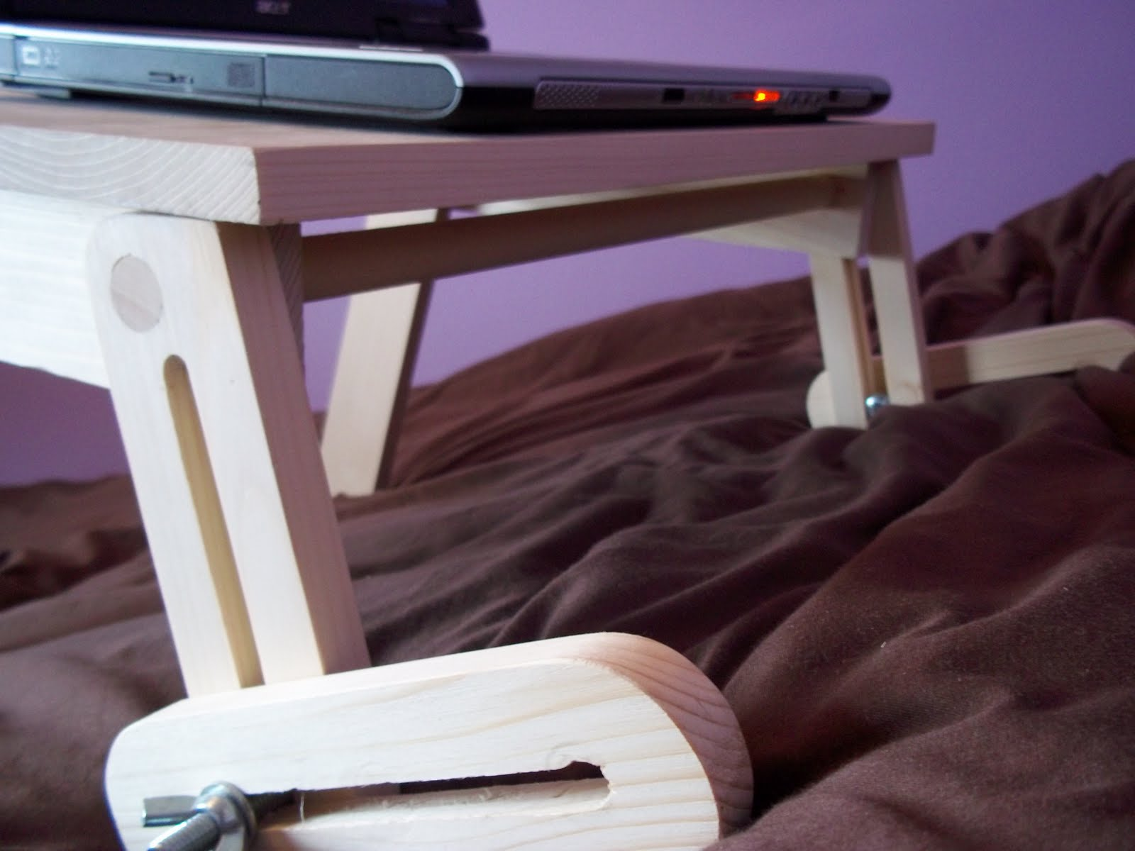 Подставка для ноутбука своими руками из дерева фото