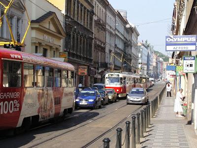 Auta v Praze aneb dementi mezi námi