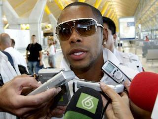 http://4.bp.blogspot.com/_RGdFG-Im9k0/Sns1z9OrEmI/AAAAAAAAE64/eBJMyNJESUA/s320/robinho.jpg