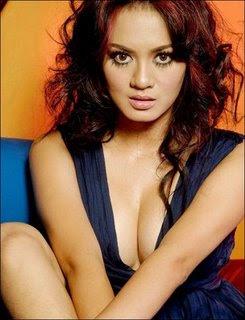 sexy breast, Yeyen Lidya, Foto Artis