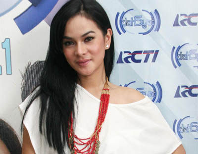 Astrid Tiar, foto artis indonesia
