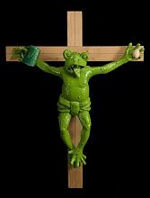 rana crucificada con huevo y cerveza
