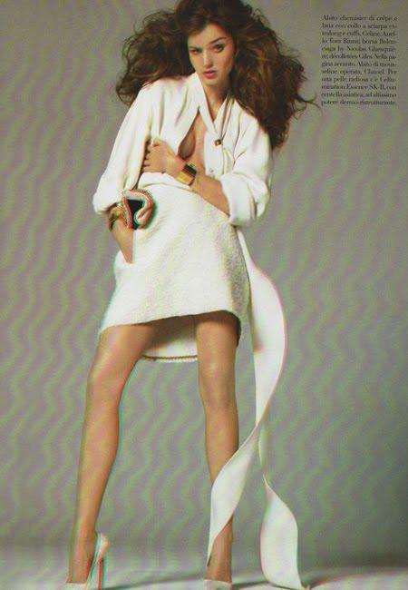 7f26b0226bc Miranda Kerr in 3D for Vogue Italy